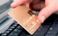 En France, le paiement par carte bancaire est, de loin, la solution la plus courante.