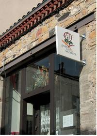 En devenant «Point Multi-Services», le commerçant bénéficie, entre autres, de publicité sur son lieu de vente et d'une signalitique dans le village.