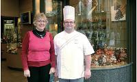 Monique et Philippe Guilbert ont investi 6 000 Euros pour rendre leur pâtisserie accessible aux personnes à mobilité réduite.