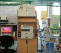 Le «Point MultiServices» propose, au minimum, un accès à Internet et une imprimante multifonction, pouvant servir de scanner, de fax ou encore de copieur.