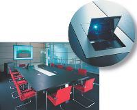 Baptisée «a-con conférence», cette table de réunion, signée Haworth, permet de rendre invisible l'utilisation d'un vidéoprojecteur. Une esthétique résolument moderne pour une utilisation qui ne l'est pas moins.