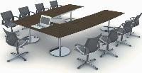 Le fabricant Wilkahn propose une table de réunion en forme de U, avec ordinateur intégré.