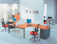 Outre les très classiques noir, gris et bleu nuit en tête des préférences des acheteurs, les couleurs rouge et bordeaux ont le vent en poupe pour les sièges de bureau.