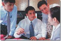 La communication d'un service achats ne doit pas être ponctuelle mais s'exercer tout au long des process achats. Lors de l'expression des besoins et de la phase de sourcing, le service achats doit informer les clients internes des initiatives qu'il met en oeuvre et des enjeux qui en découlent.