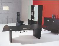 Avec ses placages en chêne, la gamme Anagram de Macé, dessinée par le designer Didier Gomez, rappelle le mobilier de l'habitat.