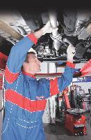 Qu'il soit pris en charge par l'entreprise ou externalisé, l'entretien peut être confié à autant de professionnels qu'il y a de postes d'intervention sur l'auto. Ces derniers concernent la mécanique, la carrosserie, les pneumatiques et la partie vitrée.
