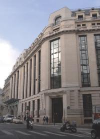 Le siège social d'Areva se trouve à Paris, dans un immeuble classé. Il comporte près de 40 000 m2 et abrite près de 1 000 personnes.