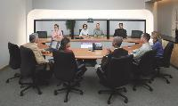 La technologie de téléprésence de Cisco projette des images grandeur nature qui donnent l'impression que tous les interlocuteurs se trouvent au même endroit.