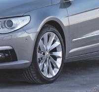 Des pneus adaptés permettent de réduire jusqu'à 5 g d'émissions de C02 et un demi-Litre de carburants aux 100 kilomètres.