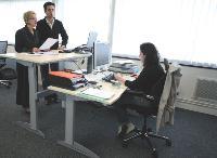 Les bureaux assisdebout sont notamment utilisés par des salariés mobiles travaillant dans un espace partagé. De ce fait, le mobilier s'adapte à la morphologie de chacun et à ses habitudes de travail