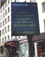 - Les nouveaux panneaux d'information ultraplats de la Ville de Paris ont été acquis auprès d'une PME nantaise, Lumiplan.