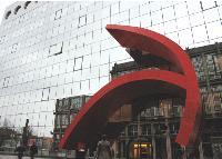 La banque a confié l'exploitation du site de Val-de-Fontenay (Val-de-Marne) à Sodexo. Dans cet ensemble de six immeubles de 46 000 m2 travaillent près de 3 000 collaborateurs.