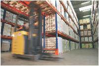 Souvent, les entrepôts hébergent les marchandises de plusieurs entreprises, ce qui permet de réduire les coûts