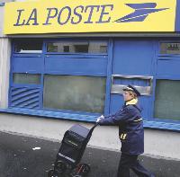 - La Poste conservera le monopole sur le marché du courrier franco-français de moins de 50 g jusqu'en 2011.