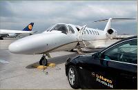 Lufthansa Private Jet, département affaires de la compagnie allemande, prévoit un service de limousines entre le domicile du passager et le tarmac.
