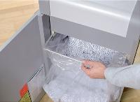 Les modèles de type coupe croisée offrent plus de sécurité en détruisant les documents en particules.