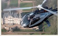 Une dizaine d'opérateurs en France proposent, en plus de l'avion, l'hélicoptère.