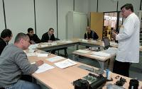 Les salariés, à l'image ici de ceux de Renault, suivent en majorité des formations techniques liées à leur métier.