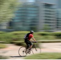 Depuis septembre 2008, environ 30% des courses du groupe AG2R La Mondiale en Ile-de-France sont réalisées à vélo par la société Top Chrono.
