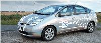 Dès 2010, Toyota devrait commercialiser un modèle hybride dit «Plug-in» qui se recharge sur une simple prise de courant.