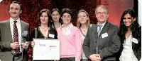 Olivier Menuet (à g.), directeur achats durables et solidaires de la SNCF, ses collaborateurs et Michel Rochet, directeur clients de l'Ademe, qui a remis le Trophée.