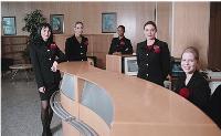 Pour être efficaces, les hôtesses d'accueil doivent s'imprégner de la culture de l'entreprise où elles sont en poste.