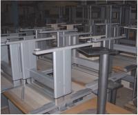 Le mobilier est directement démonté sur place, puis trié en fonction de la nature des matériaux.