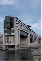 En 2008, les ministères occupaient 12 millions de m2 de bureaux, soit 77000 m2 de moins que 12 mois plus tôt.