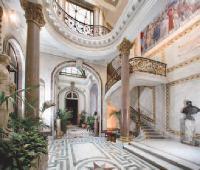 Les musées Carnavalet, Picasso et Louvre (Paris). Au musée du Louvre, une commission d'achat public a été créée en mars 2009.