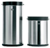Spécialisé dans les poubelles de cuisine et de salle de bains, Vipp vient de lancer une gamme spécial bureau: Office Line.