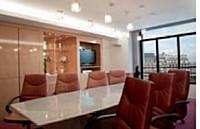 Les centres d'affaires misent sur des salles de réunion tout équipées pour fidéliser leur clientèle.