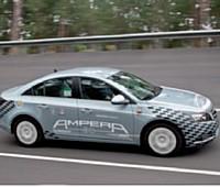 Opel joue la différence avec l'Ampera, qui sera fabriqué en série dès 2011. Contrairement à la concurrence, ce véhicule tout électrique intégrera le segment des berlines familiales.
