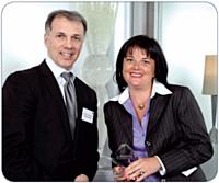 Christophe Garcia, directeur des ventes France Corporate de National Citer, a remis son prix à Géraldine Olivier, directeur achats du groupe Canal +.
