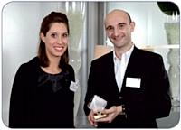 Charlotte Dekerf, responsable de marque Dymo, aux côtés de Jacques Bazet, directeur achats de Nature & Découvertes.