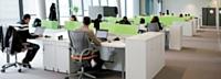 A l'image de Microsoft et de son nouveau siège social à Issy-les-Moulinea ux, de plus en plus d'entreprises utilisent des tables bench pour aménager les espaces de travail.