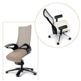 Design, mais aussi et surtout fonctionnels, les réglages de chaque siège se multiplient de façon à mieux accompagner les mouvements, comme sur les modèles AirPad d'Interstuhl (en haut) ou Leopard d'Okamura (à gauche).