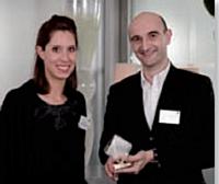 Charlotte Dekerf, responsable de marque Dymo, aux côtés de Jacques Bazet, directeur achats de Nature & Découvertes, troisième lauréat de l'élection.