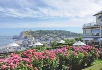 Le Dormy House, hôtel trois étoiles, dispose d'un restaurant panoramique avec vue sur la Manche.