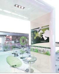 L'arche, élément architectural, à l'entrée du stand, met en avant le coeur de métier de BNP Paribas Real Estate.