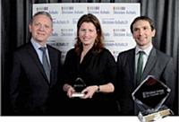 Isabelle Lauzon du groupe Accor, Décideur Achats 2011, entourée de Didier Toumsin (à gauche), directeur Factea Sourcing France, Pierre Ravenel (à droite), directeur Factea Durable.
