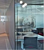 Les cloisons permettent d'aménager des espaces de travail. Ci-dessus les locaux de Beiersdorf