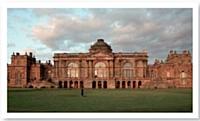 Gosford House est une magnifique demeure du XVIIe siècle, en pleine campagne écossaise.