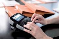 La LabelManager 500 TouchScreen propose une découpe automatique des étiquettes.