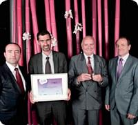 Patrice Benitsa (à gauche), Electrogeloz, a remis le Trophée d'or de cette catégorie à l'équipe de la communauté d'agglomération dracénoise.