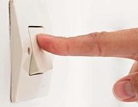 Des gestes simples, comme éteindre la lumière en quittant une pièce, permettent de réaliser entre 10 et 20% d'économies.