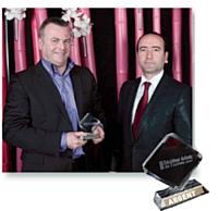 Sylvère Chamoin, directeur achats de Stade de France et Patrice Benitsa, directeur commercial Electrogeloz (à droite).
