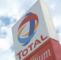-Le budget fournitures du groupe Total s'élève à 10 millions d'euros.