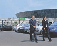 Pour séduire les entreprises, les loueurs de voitures en courte durée comme Europcar proposent aux voyageurs d'affaires un service prioritaire.