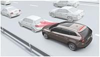 Lorsque la voiture roule à moins de 30 km/h et qu'un obstacle se présente, le système City Safety de Volvo freine automatiquement le véhicule.