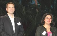Andrew Buckman (Webloyalty) a remis le 3e prix à Maria Harti
